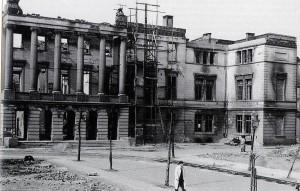 Wiederaufbau des Krefelder Rathauses
