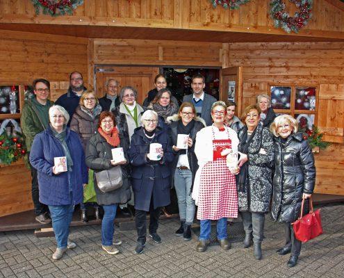 Sie haben in der Weihnachtshütte auf dem Krefelder Weihnachtsmarkt fünf Wochen lang Spenden für fünf caritative Organisationen gesammelt – und das Auszählergebnis am 23. Dezember übertraf alle Erwartungen.