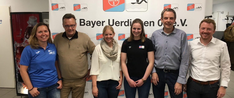 links nach rechts: Sibylle Kaisers (Trainerin SV 08), Hans-Werner Sartory (Koordiator Gold - made in Krefeld), Corinna Kretz (O R T), Bianca Seyfert (Sportlerin SV 08), Thomas Sauererssig (O R T), Gunter Achinger (Gf. SV 08)
